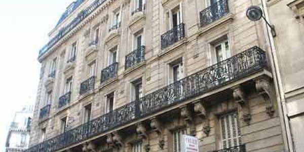 rue de ch teaudun 75009 paris. Black Bedroom Furniture Sets. Home Design Ideas